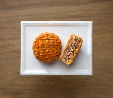 InterContinental Singapore_Assorted Nuts Baked Mooncake