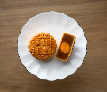 InterContinental Singapore_Single Yolk Red Lotus Paste Baked Mooncake