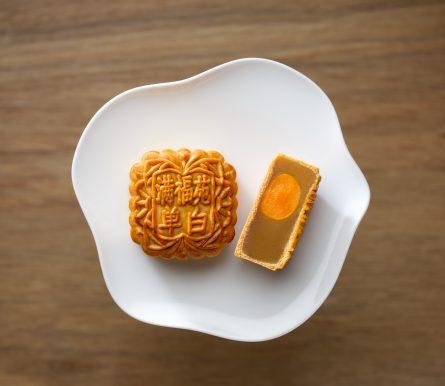 InterContinental Singapore_Single Yolk White Lotus Paste Baked Mooncake
