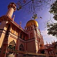 Take a short walk from the hotel to the vicinity of the iconic Sultan Mosque in Kampong Glam and bas