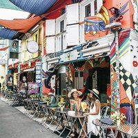 Wishing all our Muslim friends Selamat Hari Raya Aidilfitri!  Take the chance to explore Haji Lane t
