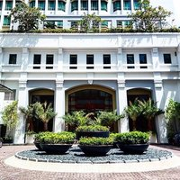 """""""Set within a convenient location in the heart of Bugis is this renowned hotel. We love the interior"""