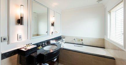 InterContinental Singapore Grand Deluxe Room Bathroom